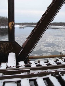 RR bridge w CT River ice